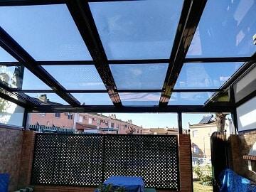 Cerramientos de patios ca cerramientos abatibles for Muebles para patios interiores